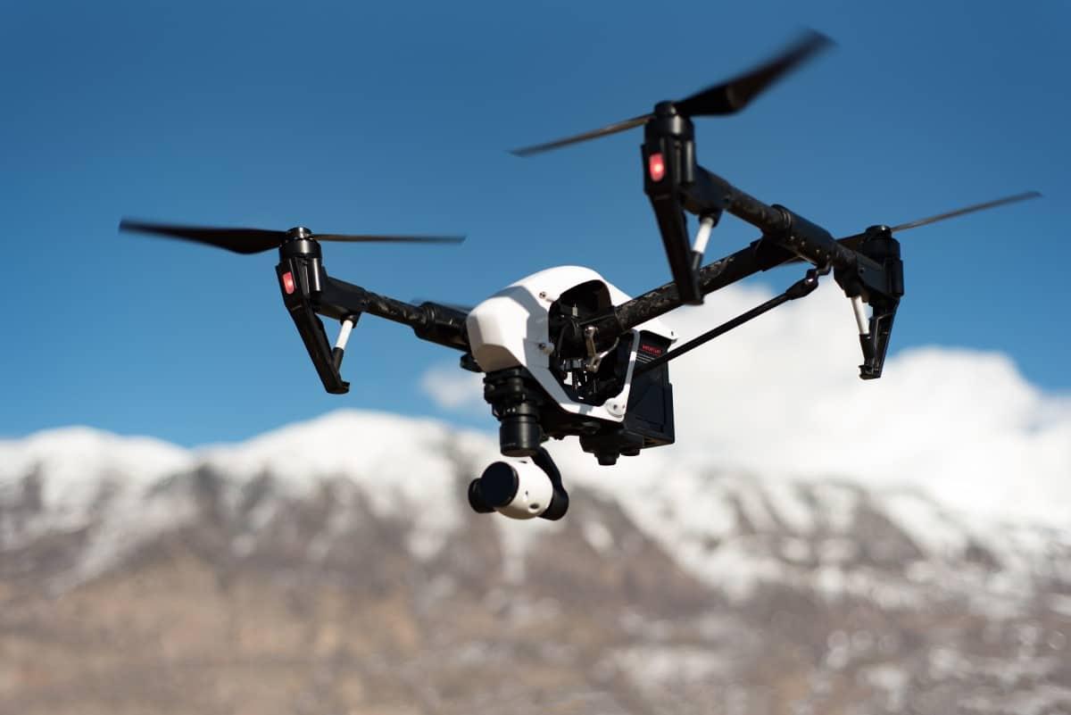 Drone vs hélicoptère