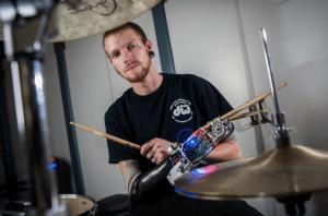 Jason Barnes prothèse bras robotisée